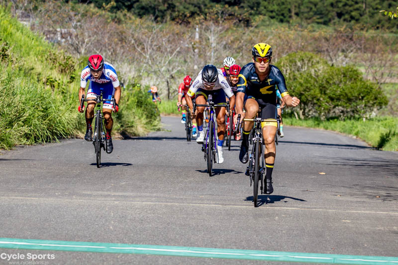 10周目、最初のポイント賞周回はトキノサイクリングショップ 石倉龍二が先頭で通過