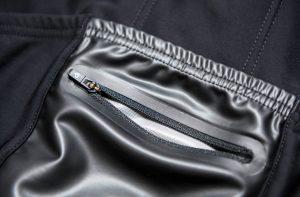 背中の裾部分とポケットの真ん中部分