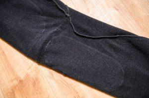 ジャケット同様、ペダリングを妨げるような縫い目が当たらないように設計されている