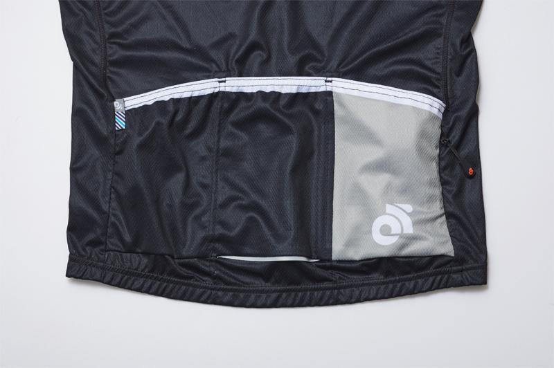 刷新されたチャンピオンシステムの背面ポケット