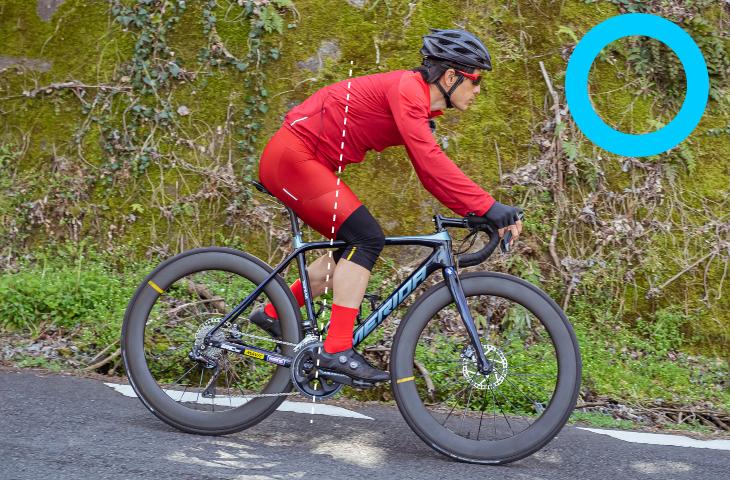 バイクの中心に体の重心位置を合わせることが大切