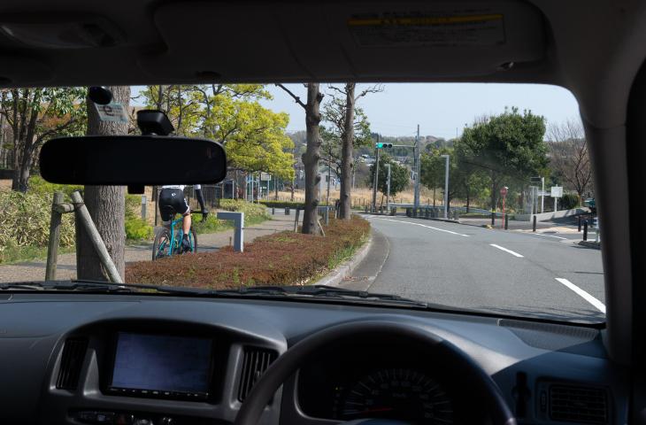 自転車が歩道を通行したときのドライバーからの見え方