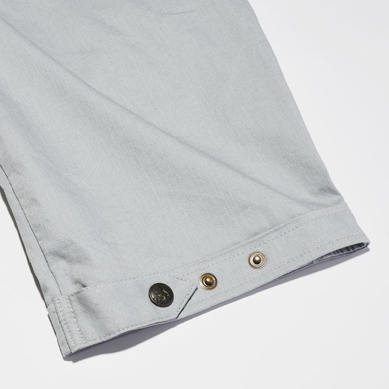 クロップドパンツの裾ベルト部分