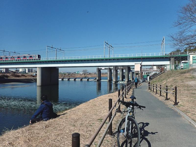 東急東横線・目黒線の鉄橋と取水堰