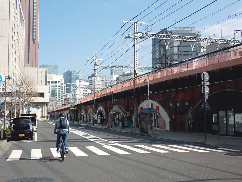 新橋駅から有楽町駅まで続く赤レンガ高架