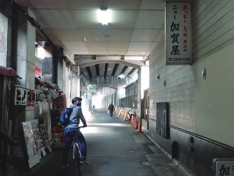 有楽町駅と東京駅の間に残るガード下の飲み屋街
