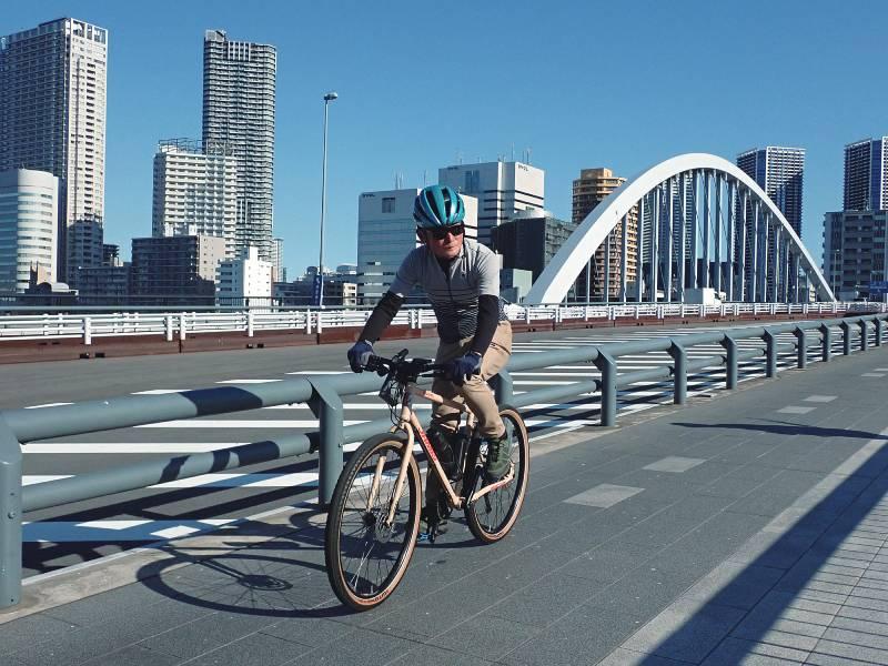 セクエルS2で隅田川の橋を走行