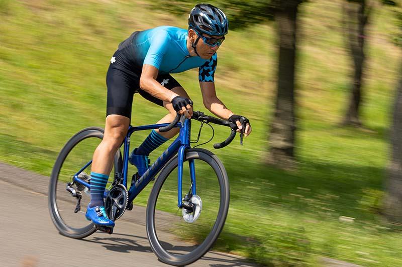 浅野真則:仕事でもプライベートでも自転車漬けの自転車ライター。ロードレースやヒルクライムなど幅広くレースを楽しみ、最近はTTに精力的に取り組んでいる。JBCFエリートツアーにも参戦中。海外のグランフォンドへの参加経験もある。ロングライドやポタリングも好き
