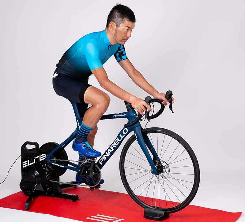 インプレッションライダー:浅野 真則。自転車ライターとして活動する傍ら、レースにも参戦。トレーニングの一環として、2年ほど前からズイフトも楽しんでいる。