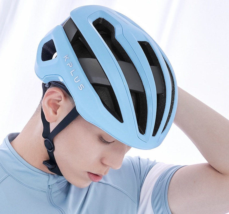 KPLUSのヘルメットNOVA