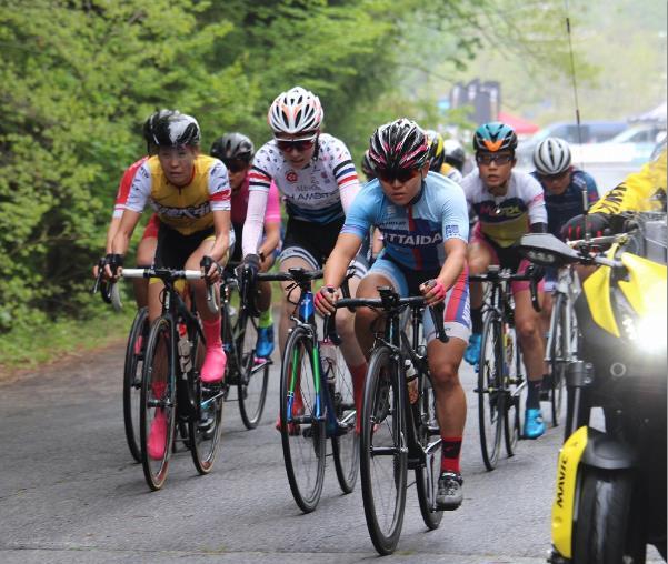 High Ambition 女子サイクリングチーム