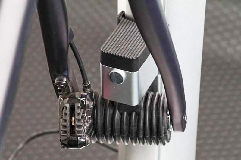 ズイフトではステアリング機能を使うことでアバターを左右に操作できる