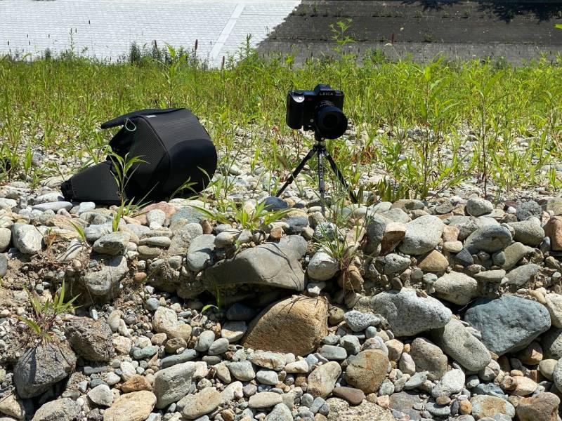 川岸のリモート撮影用カメラ