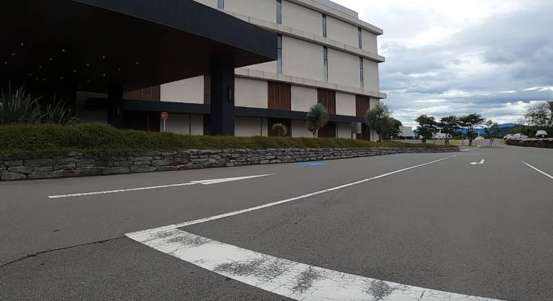 ホテルの敷地内の太平洋岸自転車道