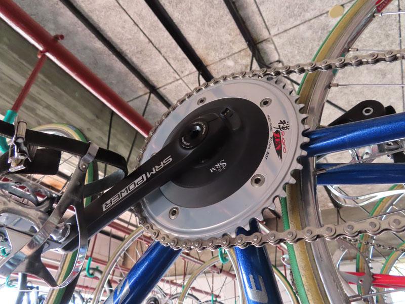 窪木の自転車に取り付けられたパワーメーター